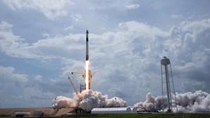 Cápsula tripulada da SpaceX já chegou à Estação Espacial Internacional