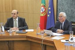 Siza Vieira, ministro da Economia, com o primeiro-ministro António Costa