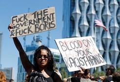 Milhares de pessoas protestam em Londres contra violência policial nos EUA após morte de George Floyd