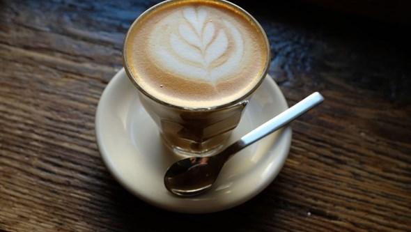 Sabia que o café pode prolongar a sua vida? Descubra a maneira mais saudável de o preparar