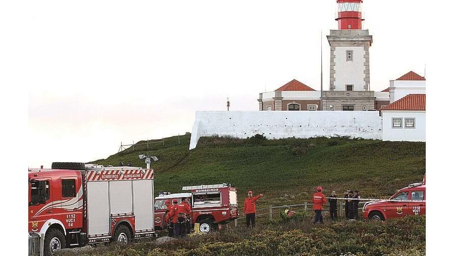 Bombeiros de Almoçageme, Polícia Marítima e GNR recuperaram o corpo na zona do Guincho