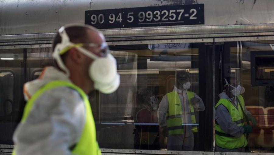 Desinfeção dos Comboios da CP no Cais do Sodré, em Lisboa