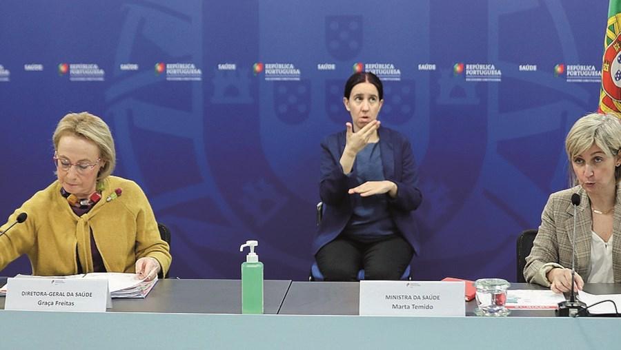 Diretora-Geral da Saúde, Graça Freitas (à esquerda), junto da ministra da Saúde, Marta Temido (à direita)