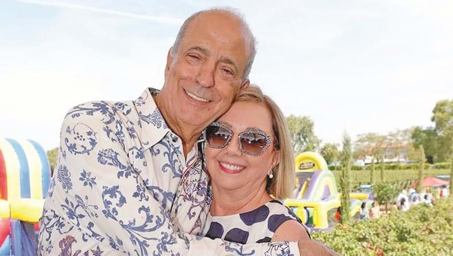 José Berardo e a esposa, Carolina Berardo, que pretende o levantamento de parte da penhora de uma conta bancária