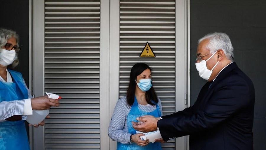 António Costa visita escola secundária em vésperas de reabertura