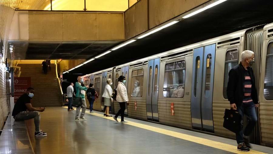 Primeiro dia de desconfinamento - Utlização de máscaras de proteção nos transportes públicos em Lisboa.