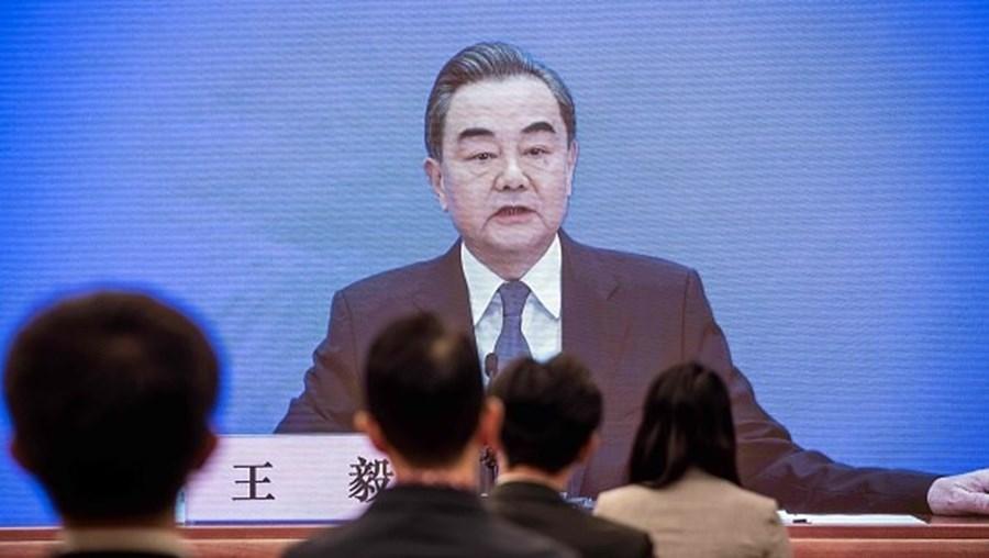 Governo chinês diz que país está 'à beira de uma nova Guerra Fria' com os Estados Unidos