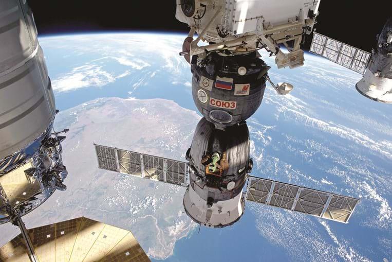 Estação Espacial Internacional encontra-se a mais de 400 quilómetros da Terra