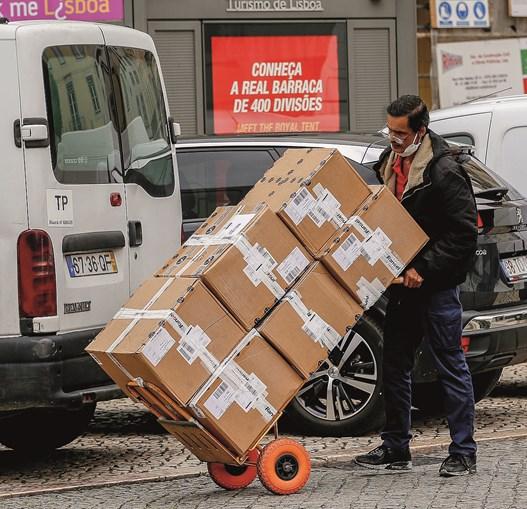 Coronavírus causa quebras recorde na economia