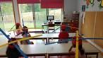 Chapéus com hélices são a solução para a distância social nos jardins de infância em Arcos de Valdevez