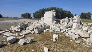 Trovoada destrói cruzeiro de Santuário em Miranda do Douro. Veja as imagens