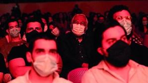 Salas de espetáculos 'enchem' para grande reabertura após confinamento devido à covid-19