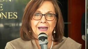 Senadora esquece-se de câmara ligada e acaba nua em conferência