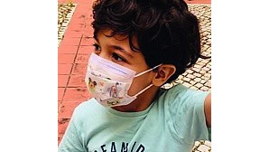 Criança de 7 anos com doença rara precisa de dador de medula óssea