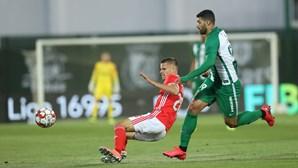 Benfica vence ao ao Rio Ave e iguala o FC Porto na liderança