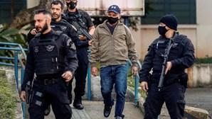 Homem de confiança do clã Bolsonaro fugitivo há dois anos preso na casa do advogado do presidente do Brasil