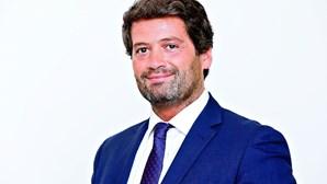 """André Ventura anuncia recandidatura ao Chega e só sai do parlamento quando """"metade daquela esquerda"""" sair"""