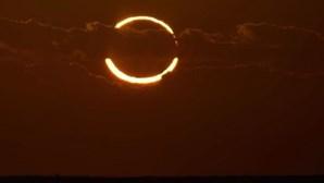 """Eclipse com 'anel de fogo' deste domingo """"é sinal do apocalipse"""", diz teoria"""