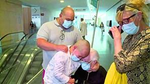 Aos 90 anos, reencontra bisneto 81 dias depois de ser internada com Covid-19