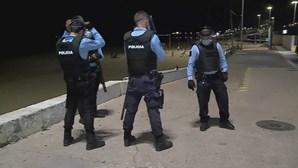 PSP interrompe festa ilegal com mais de mil pessoas na praia de Carcavelos