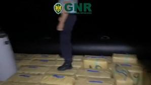 GNR interceta embarcação com 1,4 toneladas de haxixe em operação conjunta com a Guardia Civil