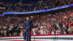 "Fiasco de comício nos Estados Unidos deixa Donald Trump ""furioso"""