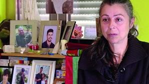 """""""Ouço a terra a bater no caixão do meu filho"""": Mãe de Dylan vive luto sem fim"""