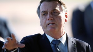 """Bolsonaro diz que """"pressões políticas"""" atrasaram avião que transportará vacina da Covid-19 desde a Índia"""