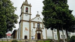 Câmara de Oliveira do Hospital diz que não paga ordenados de padres