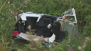 Despiste de carro faz dois feridos na A29 em Gaia