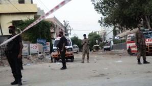 """Pelo menos 7 mortos em ataque """"terrorista"""" na Bolsa de Valores de Carachi, no Paquistão"""