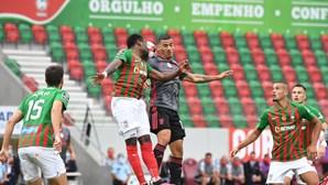 Benfica afunda na ilha com derrota frente ao Marítimo