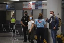 Chegaram hoje a Espanha primeiros turistas estrangeiros depois de fecho das fronteiras