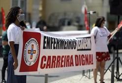 Enfermeiros pedem valorização da carreira em frente ao Parlamento