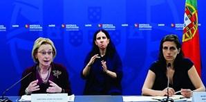 Diretora-Geral da Saúde, Graça Freitas, ao lado da secretária de Estado Adjunta e da Saúde, Jamila Madeira, justifica a diminuição dos testes