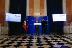 O primeiro-ministro, António Costa, fala aos jornalistas no final da reunião do Conselho de Ministros no Palácio da Ajuda,  em Lisboa, 25 de junho de 2020