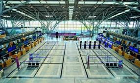17 mil aviões estavam  estacionados nos aeroportos em maio. Foram dois terços da frota mundial que não  levantaram voo.