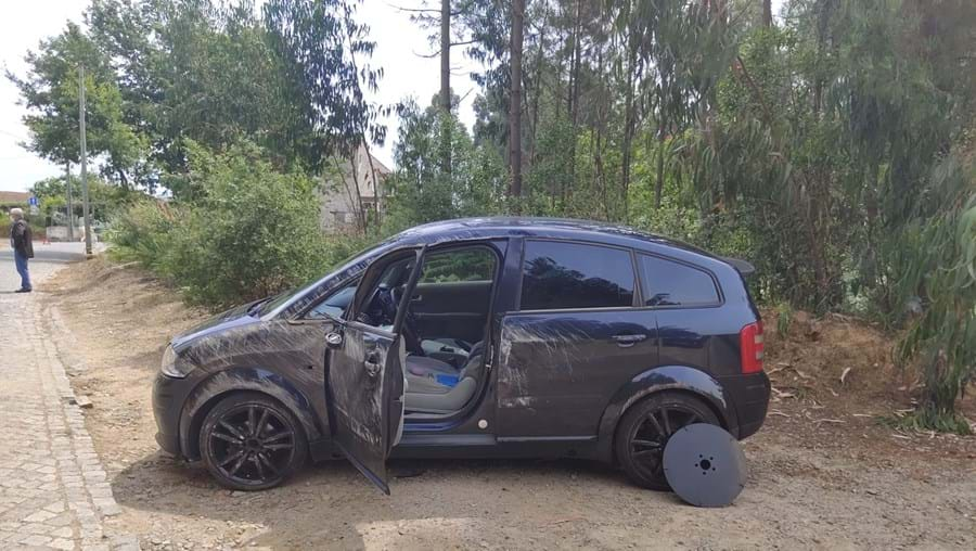 Mulher ferida em despiste de carro seguido de capotamento em Vila Nova de Gaia