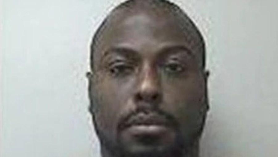 Robert Nichols está acusado de agredir e torturar um bebé e de abusar sexualmente de uma criança de 11 anos