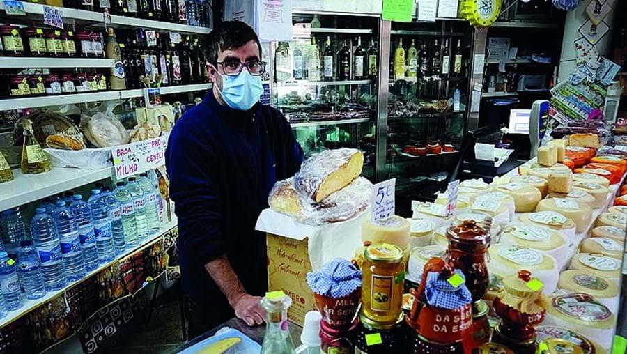 Luís Lopes, comerciante do Sabugueiro, queria neve para animar o negócio