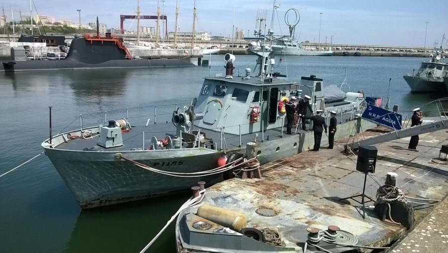 Embarcação no Arsenal do Alfeite