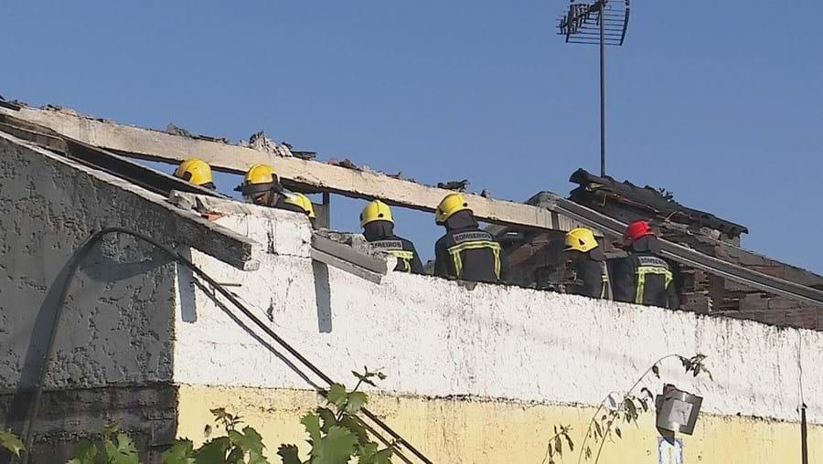 Incêndio deixa casal desalojado em Oliveira do Bairro
