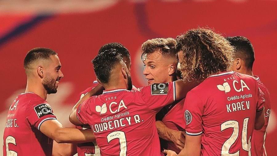 Gilistas festejam o segundo golo no regresso às vitórias