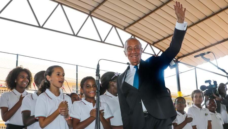 O presidente da República de Portugal, Marcelo Rebelo de Sousa. visitou a escola em 2019