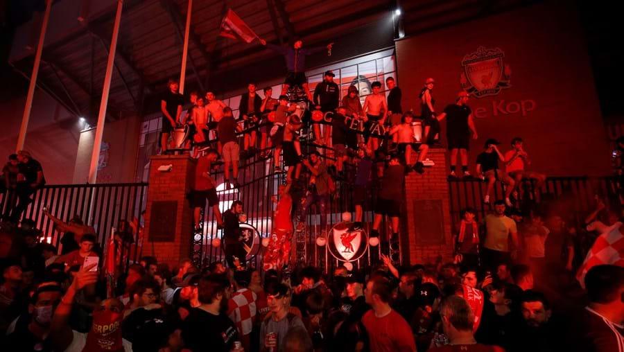 Trinta anos depois, Liverpool sagra-se campeão inglês