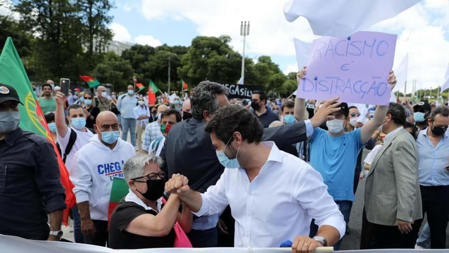 André Ventura e Maria Vieira juntos na manifestação do Chega em Lisboa