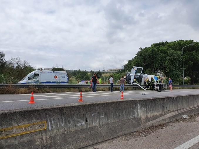 Acidente com camião betoneira no IC20