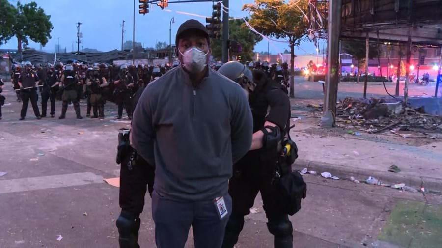 Uma equipa de reportagem de CNN foi detida enquanto recolhia imagens dos protestos em Minneapolis, contra a morte de George Floyd