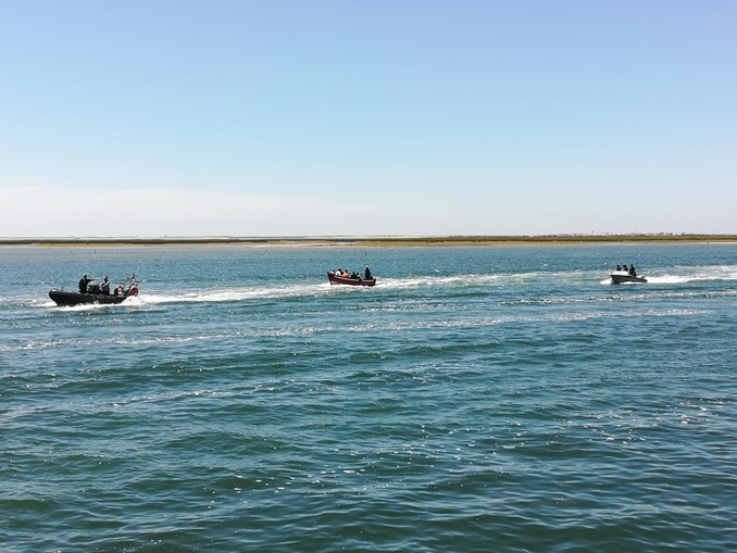Barco com sete marroquinos intercetado na costa em Olhão