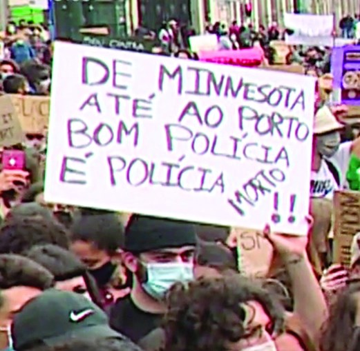 No Porto, um outro manifestante mostrou um cartaz com uma expressão no mesmo sentido. Foram ambos apanhados em imagens e estão agora sob a mira das polícias e do Ministério Público